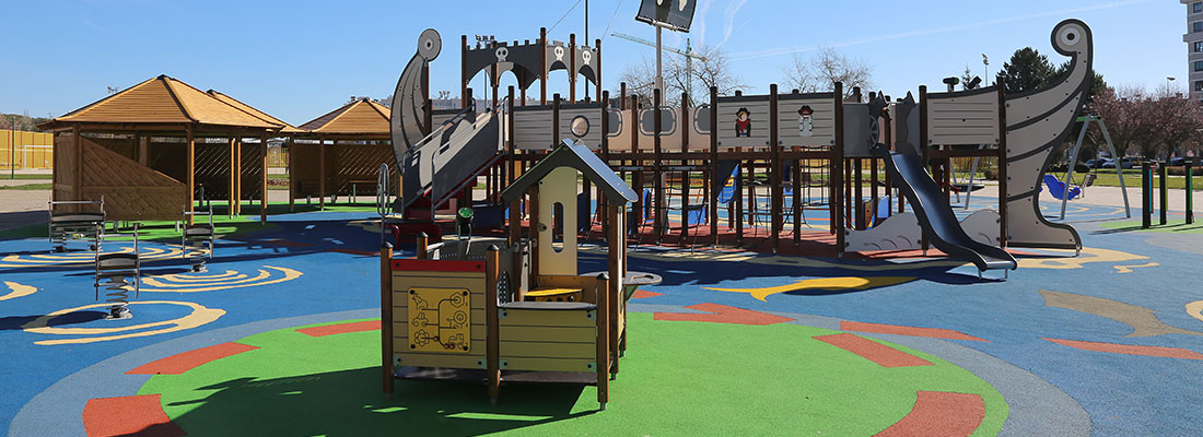 Large pirate themed playground and multi-play unit in Spain